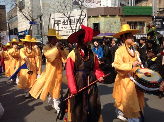 Korean dressed in traditional costumer parades in Insadong