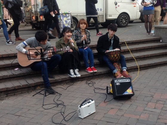 Acoustic performers in Hondae University Street