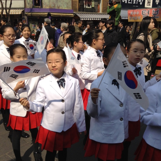 Students join cultural parade in the streets on Insadong